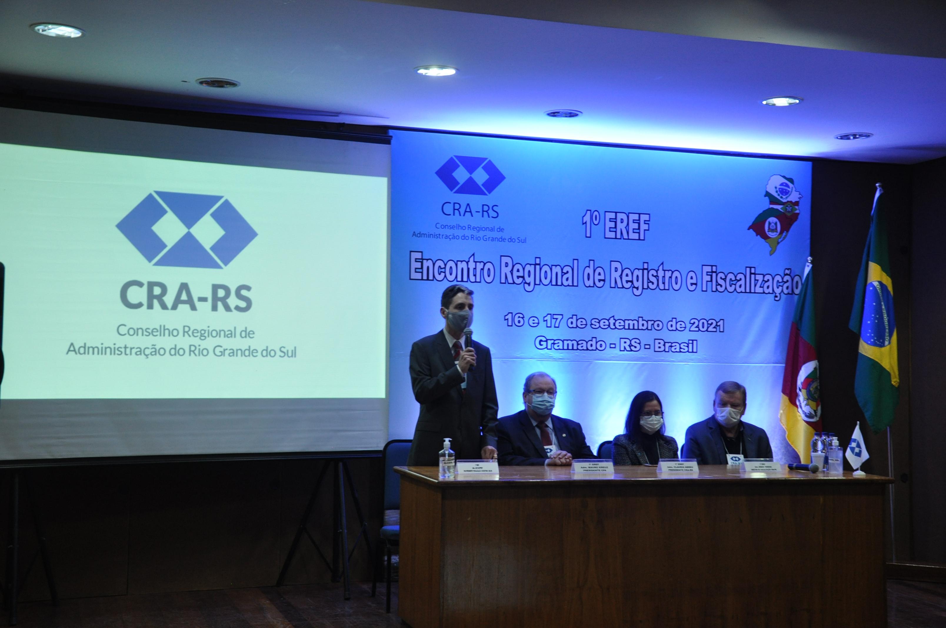 1° EREF aprofunda o debate e a troca de experiências sobre fiscalização e registro entre os estados da região Sul