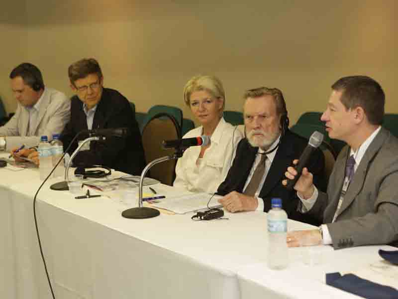FIA/MUNDIAL - MEETING COM JOHN E DORIS NAISBITT