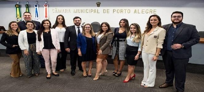 CRA-RS prestigia homenagem à AJE na Câmara Municipal de Vereadores de Porto Alegre